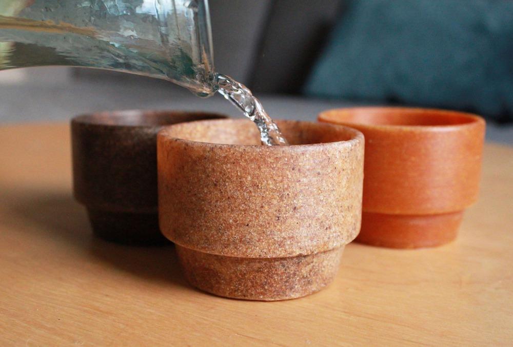 Ci-dessus le projet Repulp qui propose des objets issus des déchets d'agrumes.